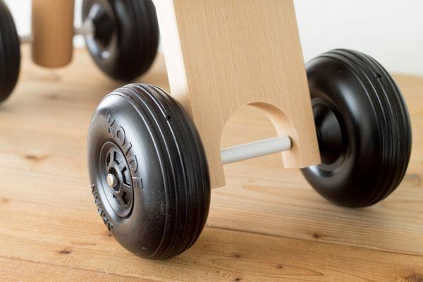 木製乗り物マイカーのタイヤ拡大