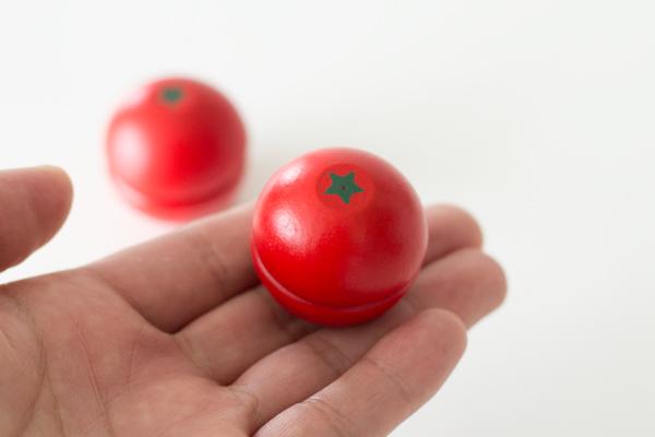手に乗っているミニトマト