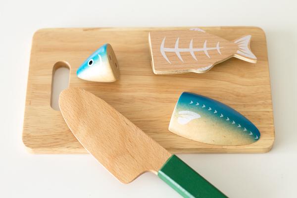 魚を切っている様子拡大