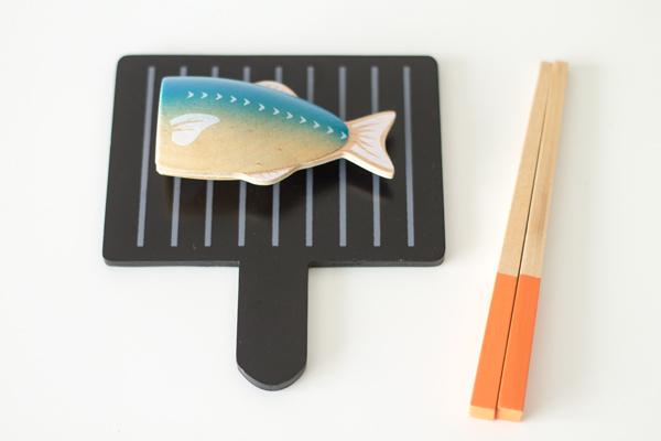 魚を焼いている様子拡大