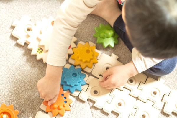 遊んでいる子供の様子拡大