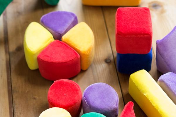 色いろブロックで模様を作っている様子