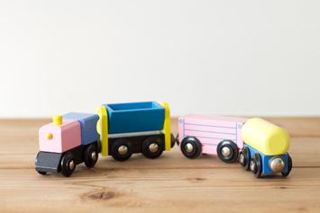木のおもちゃのだいわ|汽車