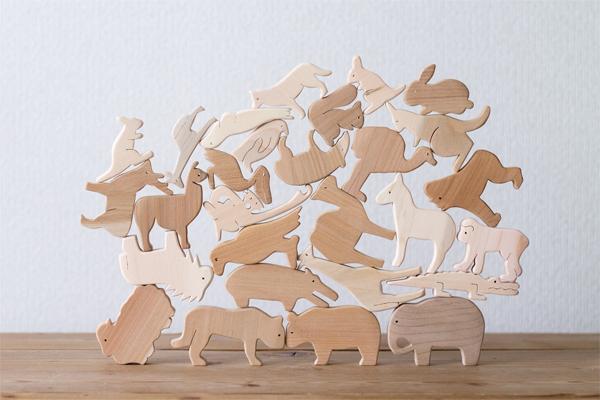28匹の動物を積み上げた様子拡大
