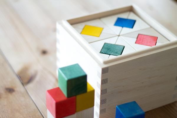 箱とカラーアクセントパーツの拡大