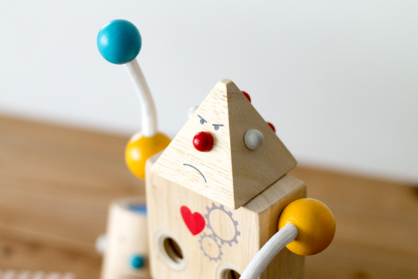 三角顔のビルドロボット