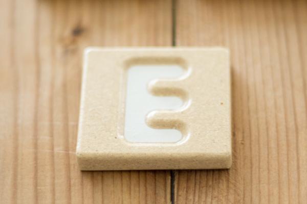 アルファベット「E」タイル