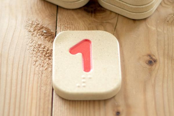 点字タイル「1」