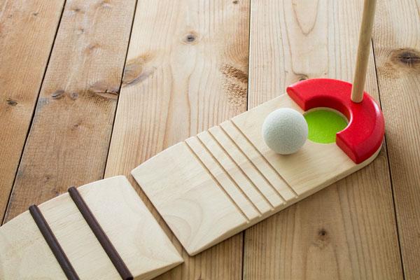 ゴルフコースも木製